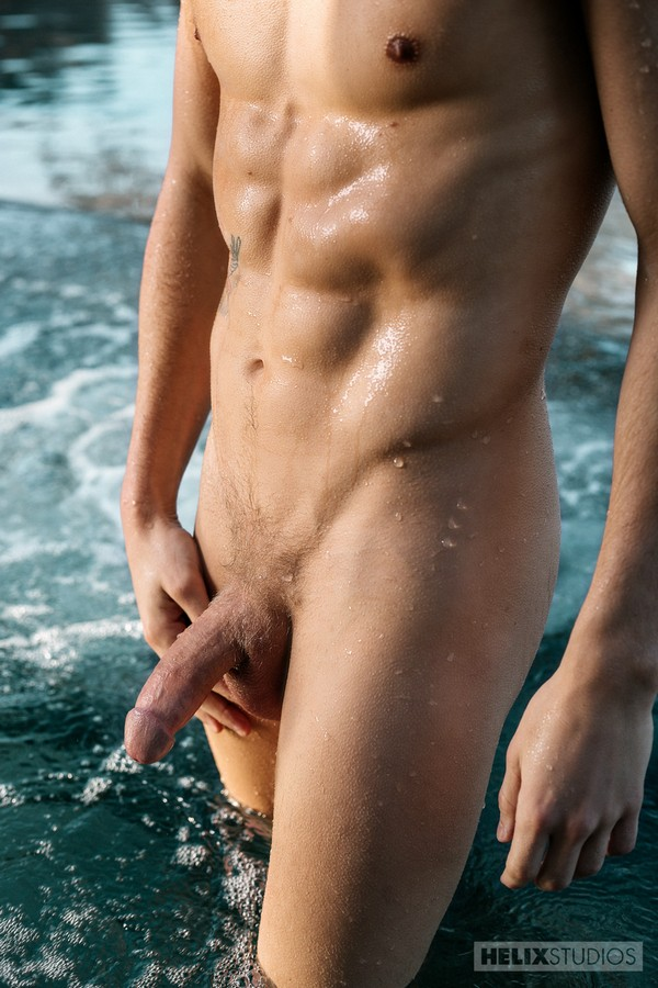 helix-studios-max-carter's-washboard-abs-soak-us-up-5-chronicles-of-pornia-blog