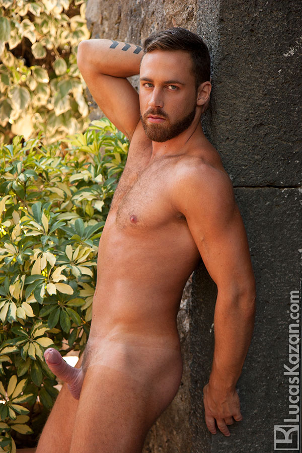 lucas-kazan's handsomely-sexy-hunk-logan-moore-5-chronicles-of-pornia-blog