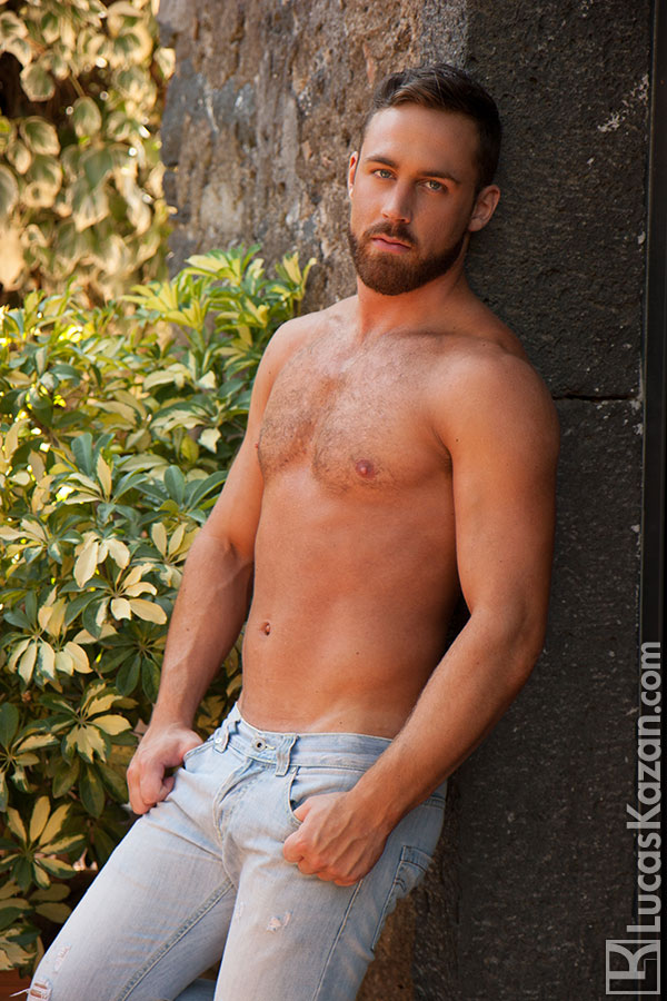 lucas-kazan's handsomely-sexy-hunk-logan-moore-chronicles-of-pornia-blog