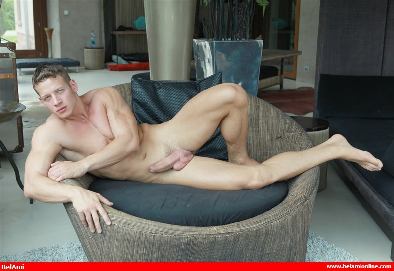 bel_ami_online_zac_dehaan_is_back_to_show_off_more_bulges_5_chronicles_of_pornia_blog