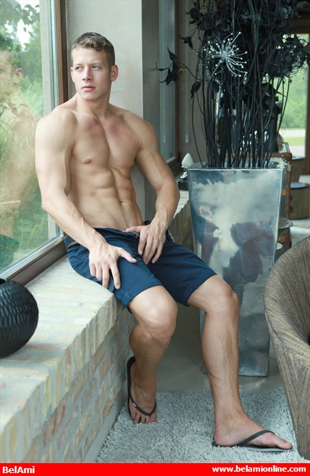 bel_ami_online_zac_dehaan_is_back_to_show_off_more_bulges_chronicles_of_pornia_blog